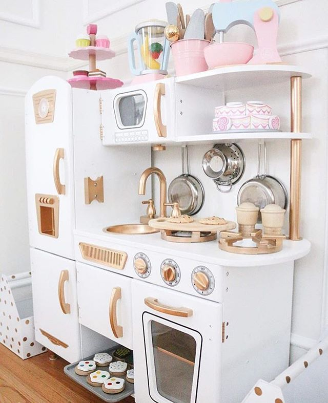 Beautiful Play Kitchen Tanyarng Did An Amazing Job Of Making It Classy And Elegant Kidsstyle Kidsde With Images Kidkraft Vintage Kitchen Diy Play Kitchen Play Kitchen