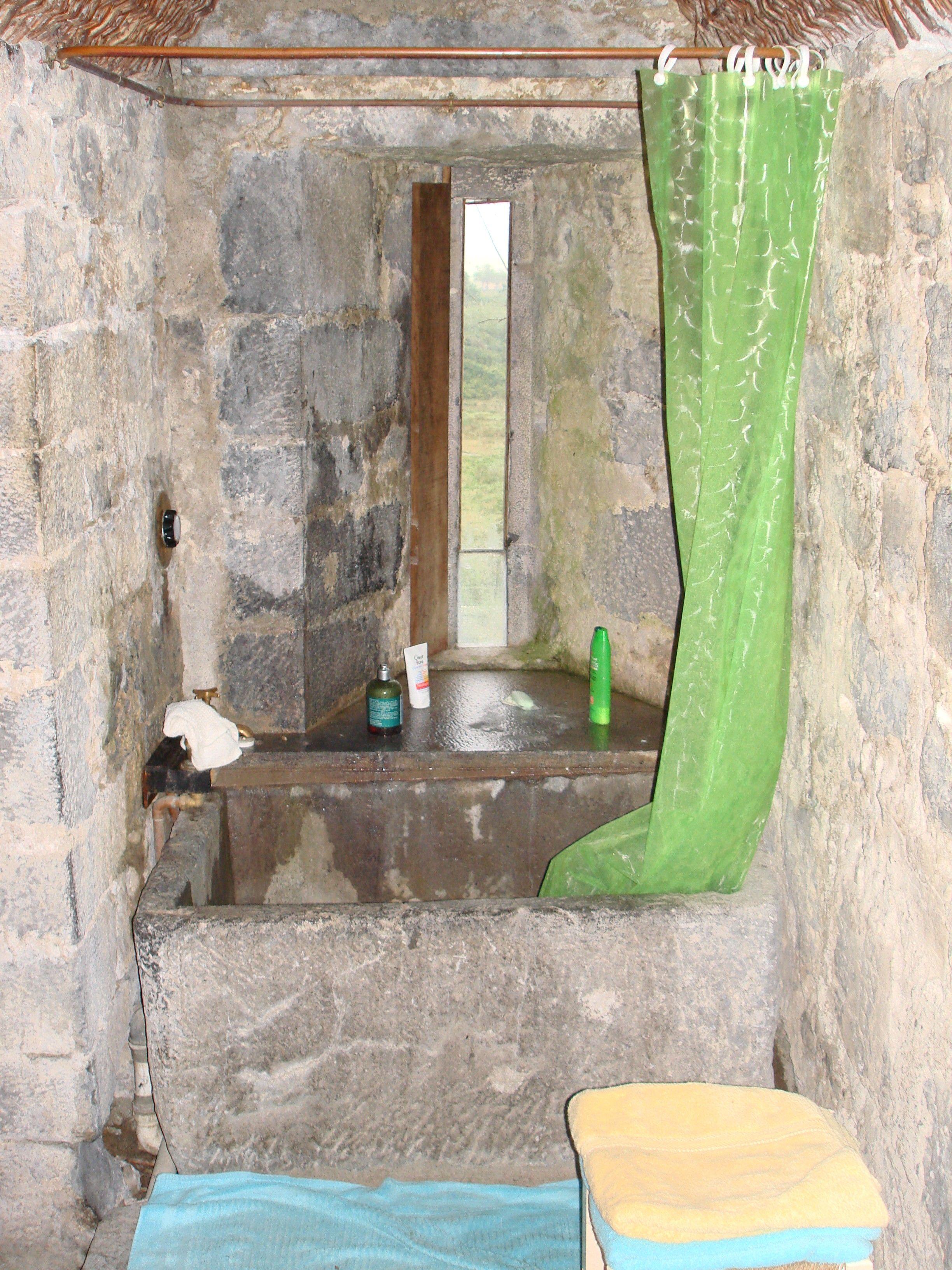 Inside medieval castles ballyportry castle bathroom 3 for Bathrooms in castles