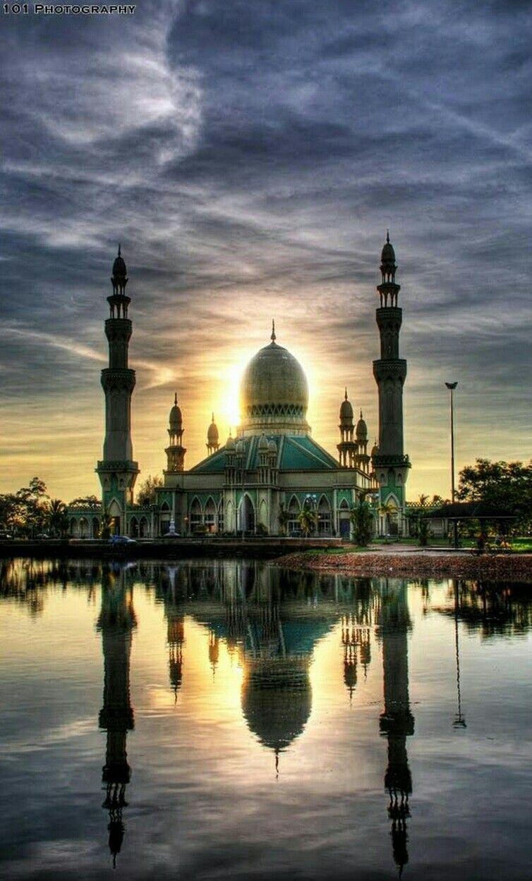 Masjid Kampung Pandan Kuala Belait Brunei Darussalam Masjid Kampung Pandan Kuala Belait Brunei Darus In 2020 Beautiful Mosques Brunei Travel Islamic Architecture