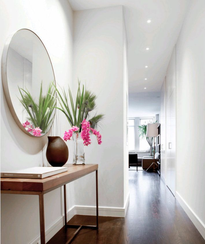 5 Beautiful Entrance Halls With A Round Mirror Foyer Design