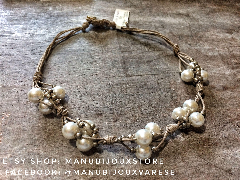 Collana di perle color crema, decorazioni in metallo argento