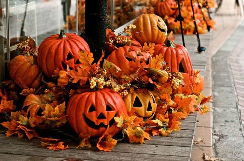 35 Front Porch Decoration Ideas for Fall Front porch decorations - best decorated houses for halloween