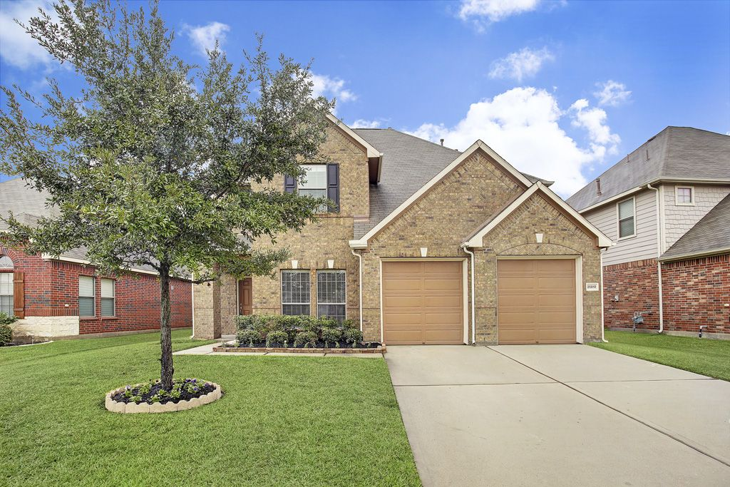 Justlisted In Katy Stunning King Lakes Home Tons Of Neighborhood