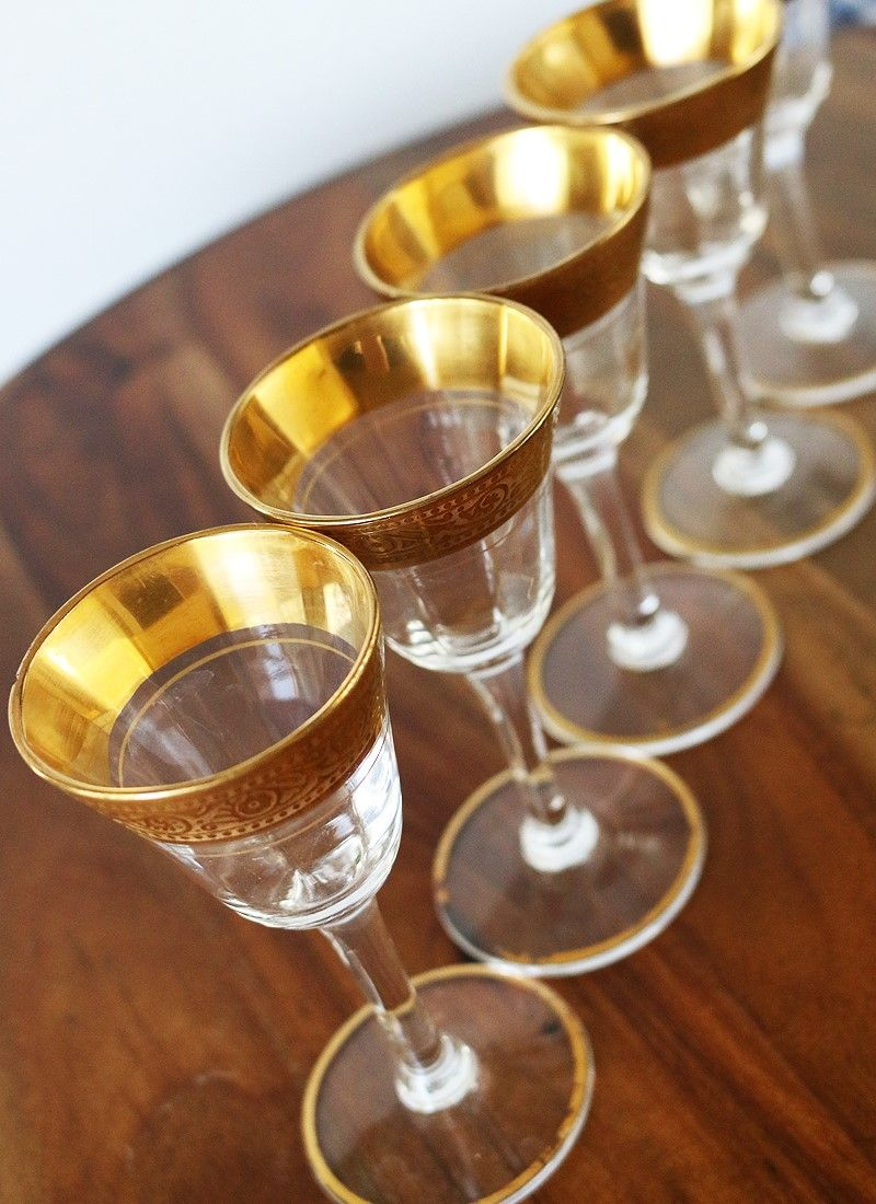 f1774fe57578 Vintage Gold Rimmed Cordial Glasses - These small glasses are perfect for  serving an aperitif before a scrumptious meal to stimulate your appetite