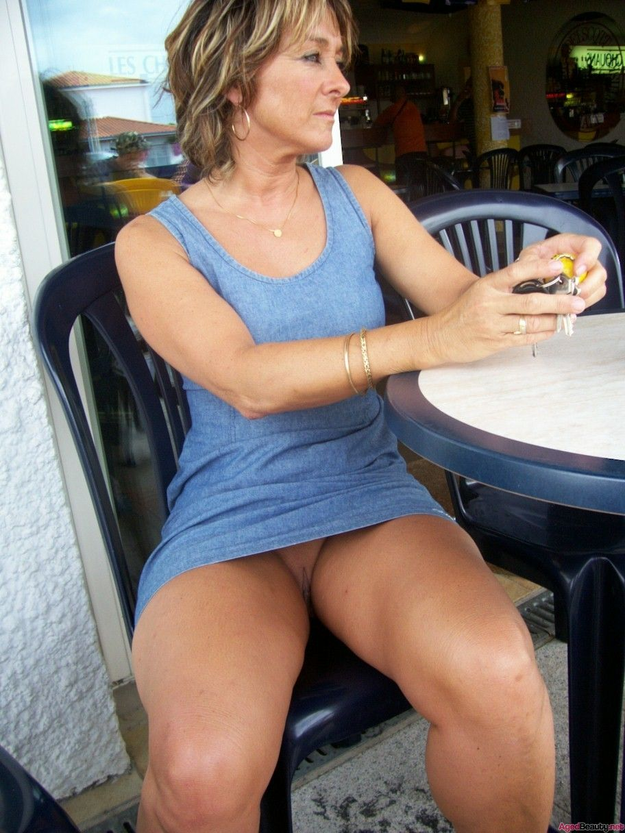 upskirt mom