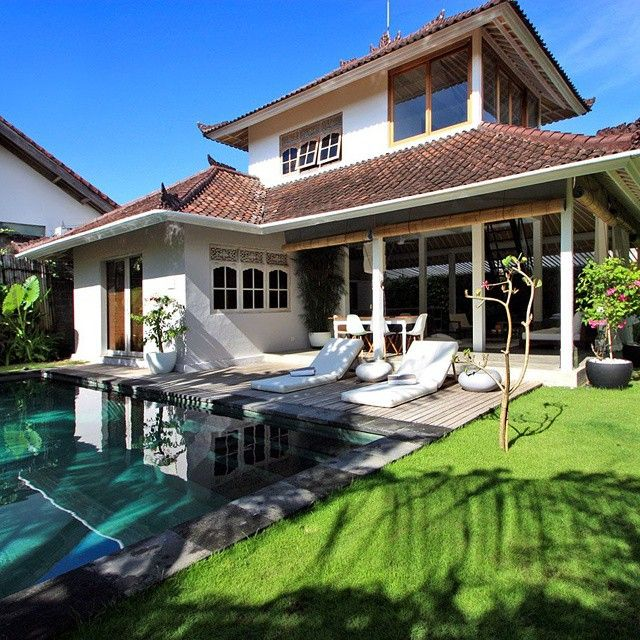 Villa Thelma is located in #Seminyak center, in quiet area just steps away from the trendy #Oberoi street with its #famous shops and #restaurants, and 10 min walk from the beach. Book your #villa...