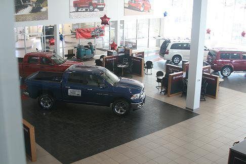 Showroom At Glenbrook Dodge Fort Wayne Indiana Dodge Chrysler Dodge Chrysler Jeep