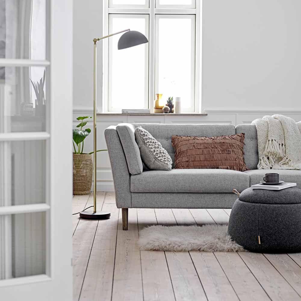 Hellgraues Sofa Im Danischen Design Milanari Com Wohnen