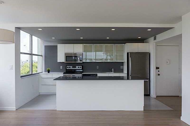 Modern Kitchen With Kitchen Island Porta S2 Cabinetry Slate