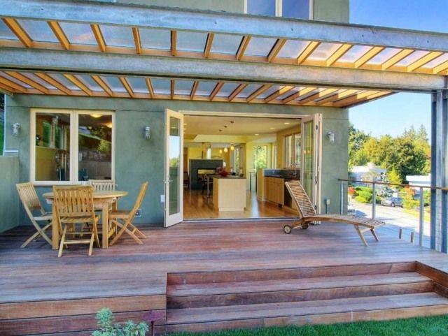 terrassenüberdachung stahl holz plexiglas konstruktion,