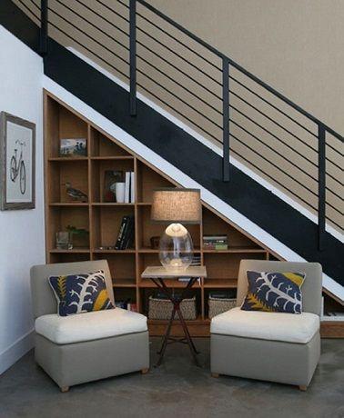 Un rangement sous escalier gain de place et déco | Escaliers, Sous ...