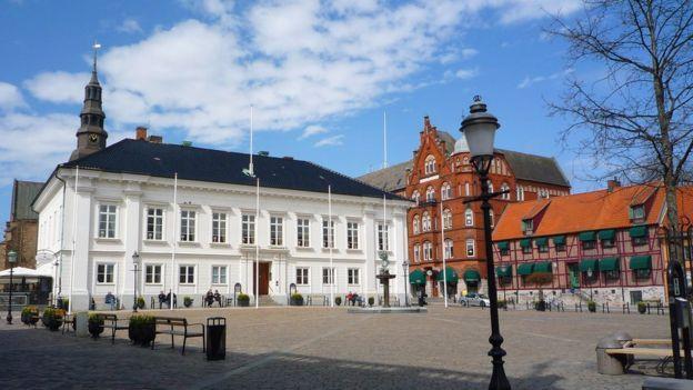 Ystad, sur de Suecia-Es la ciudad sueca donde trabaja el detective Kurt…