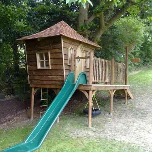 la cabane en bois pour enfant id es de d co originales aire de jeux enfants pinterest. Black Bedroom Furniture Sets. Home Design Ideas