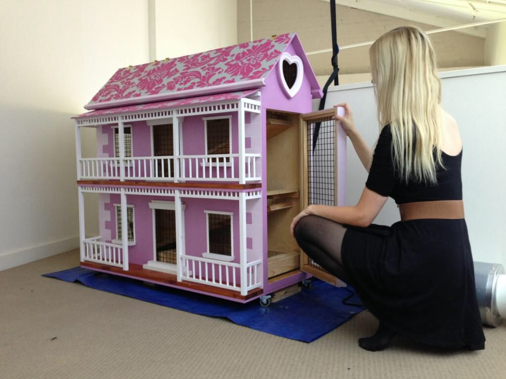 Pink bunny hutch handmade rabbit guineapig hutch for Rabbit house images