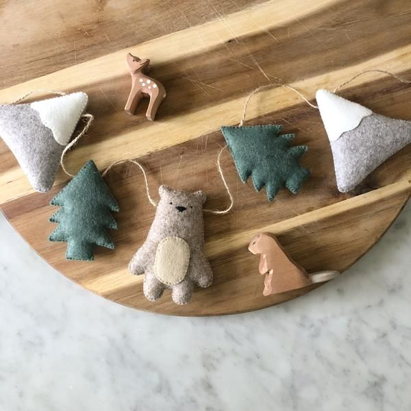 Mountain Bear Garland – Beige Bear with Sage Trees. Due to the time consuming nature of this style, I'm afraid he'll only be back open to order when my children can return to school. So sorry to keep you waiting. X