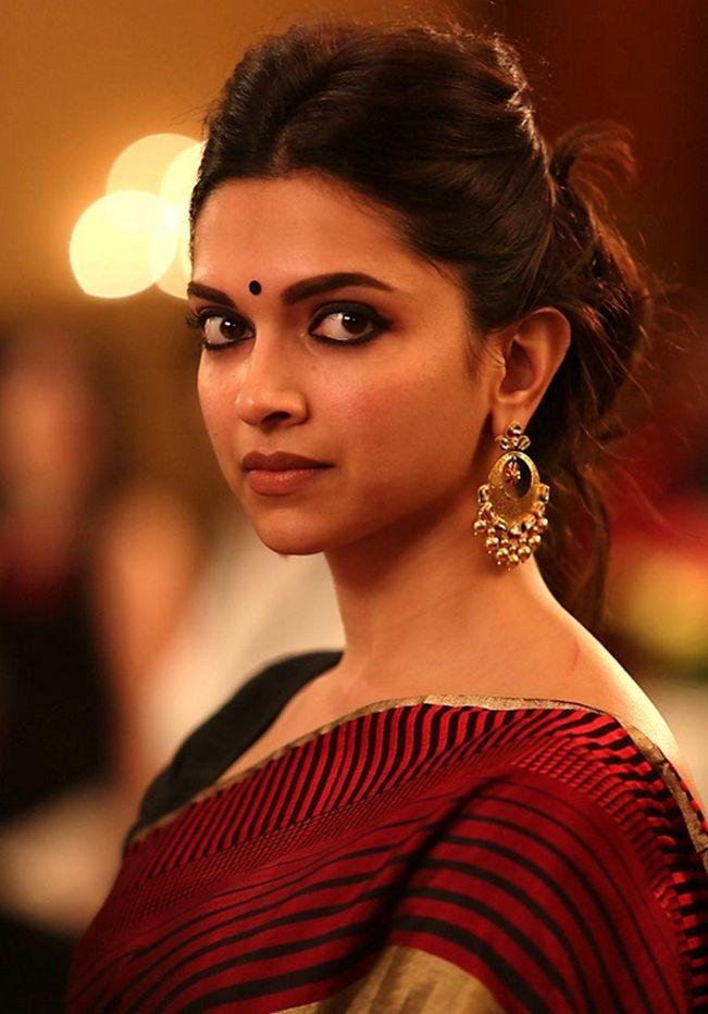 Piku Style File Deepika Padukone S 7 Different Everyday Looks That You Will Love Deepika Padukone Saree Deepika Padukone Style Beautiful Bollywood Actress