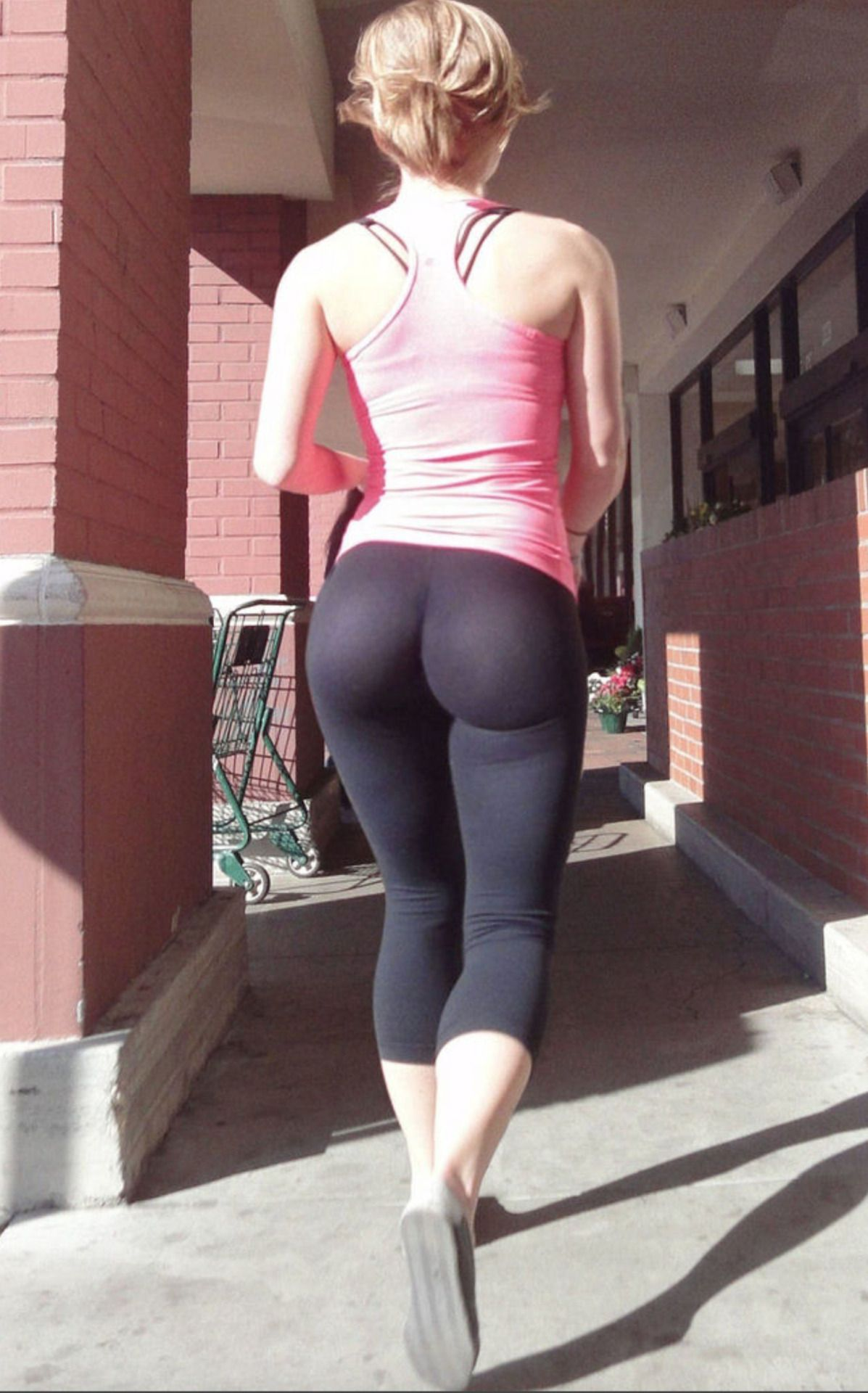 the world of spandex and yoga pants : photo | tight/jeans booties