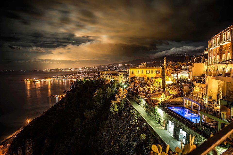 Mare notturno di Giardini Naxos (Messina, Sicilia, Italia