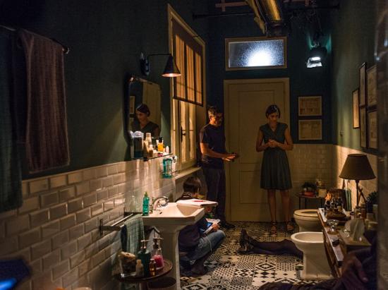 La casa da sogno del film perfetti sconosciuti scenografia teatrale per un film geniale - La casa del bagno ...