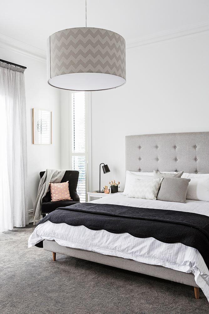 Modernclassic Victorian cottage renovation  SLEEP  Schlafzimmer Hauptschlafzimmer und