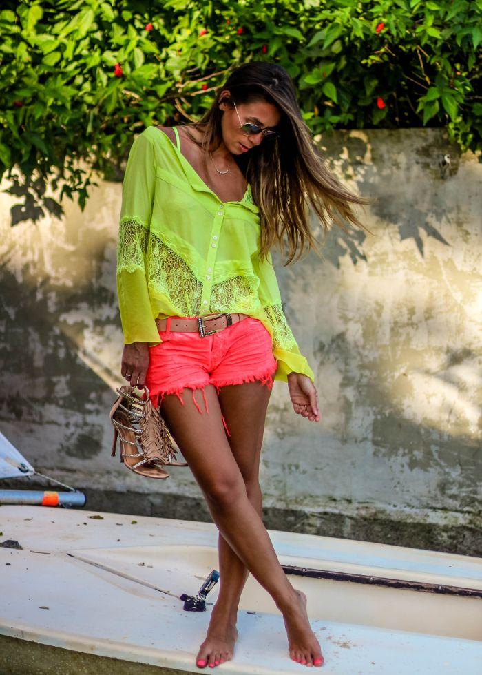 Resultado de imagem para look neonaAs cores vivas  e vibrantes são tendência nesse verão 2019