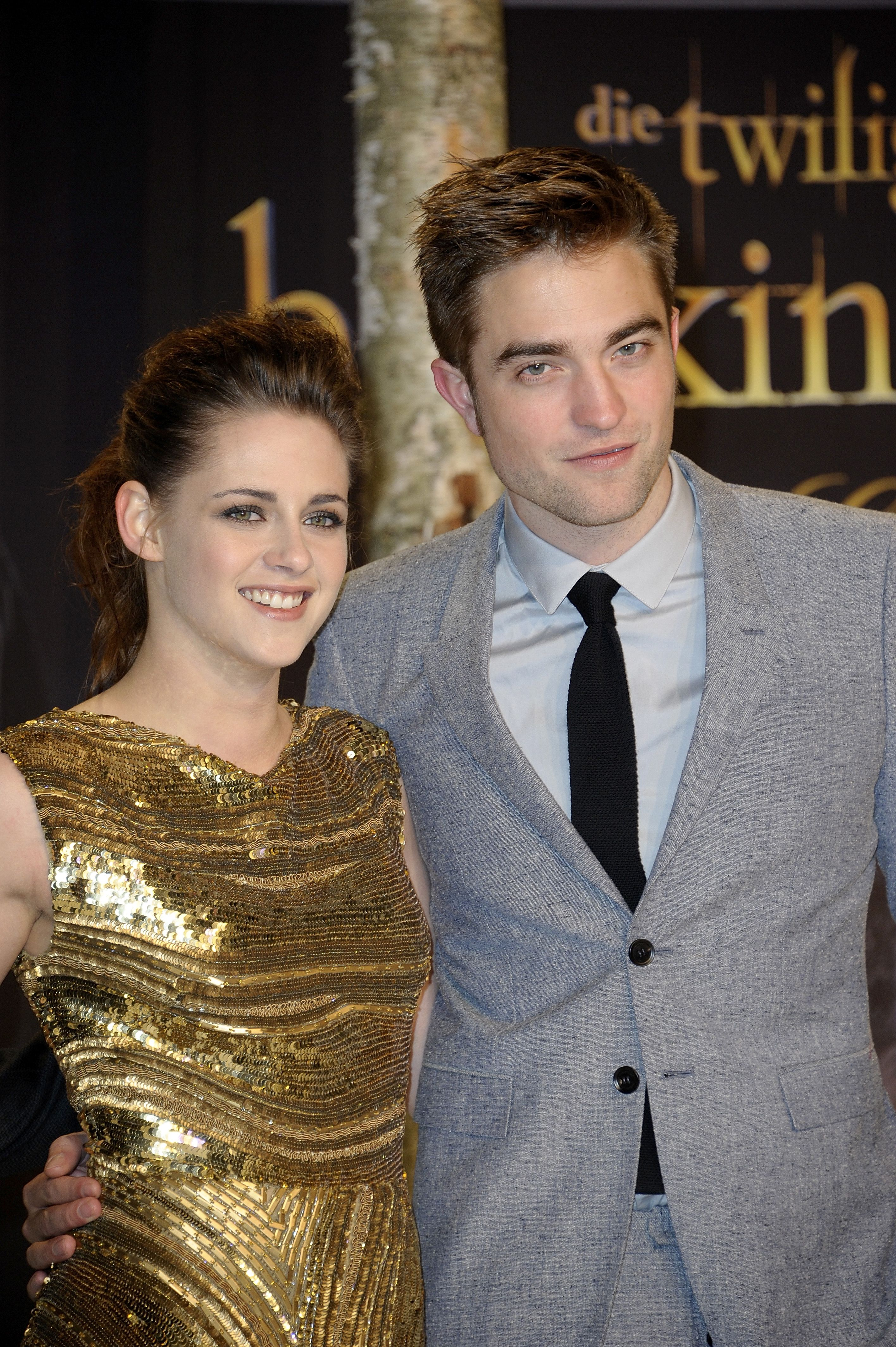 is bella and edward dating in real life