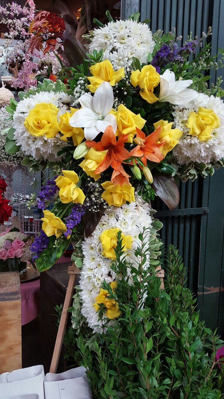 Viibrant autumn funeral flower cross celebrate the life of the viibrant autumn funeral flower cross celebrate the life of the deceased in the catholic faith tradition sympathy floral design by angel alba owner of el izmirmasajfo