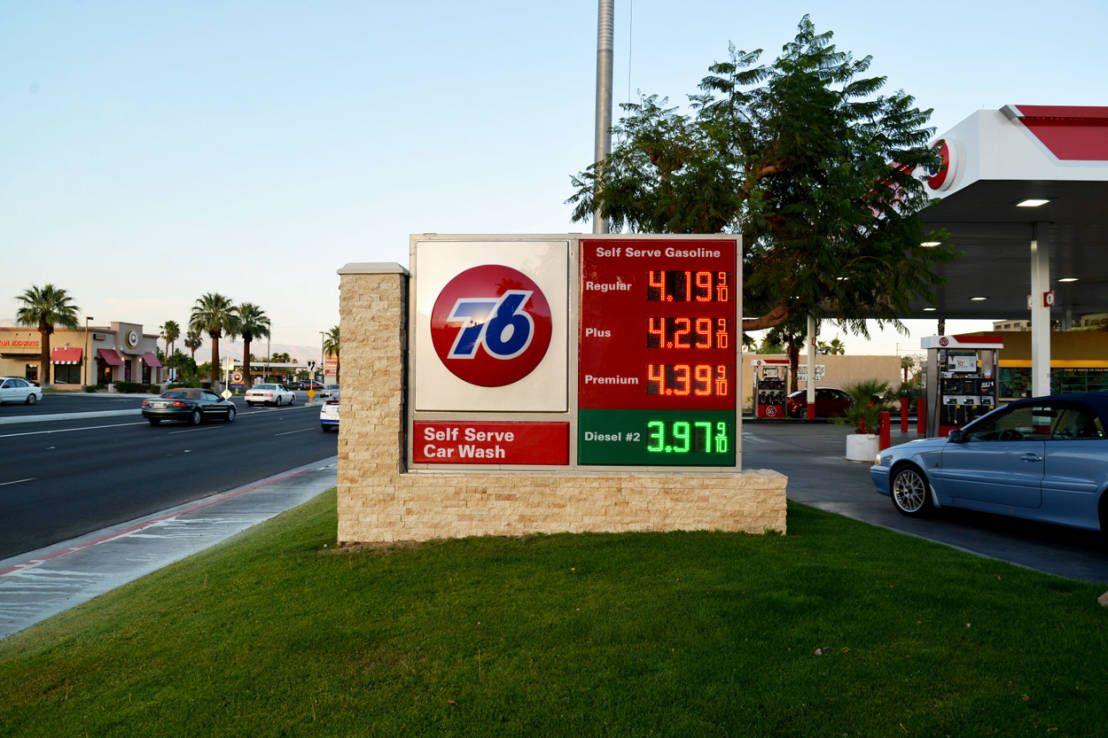 Encuentra las mejores ideas e inspiración para el hogar. 76 GasStation Palm Springs CA por Erika Winters Design   homify