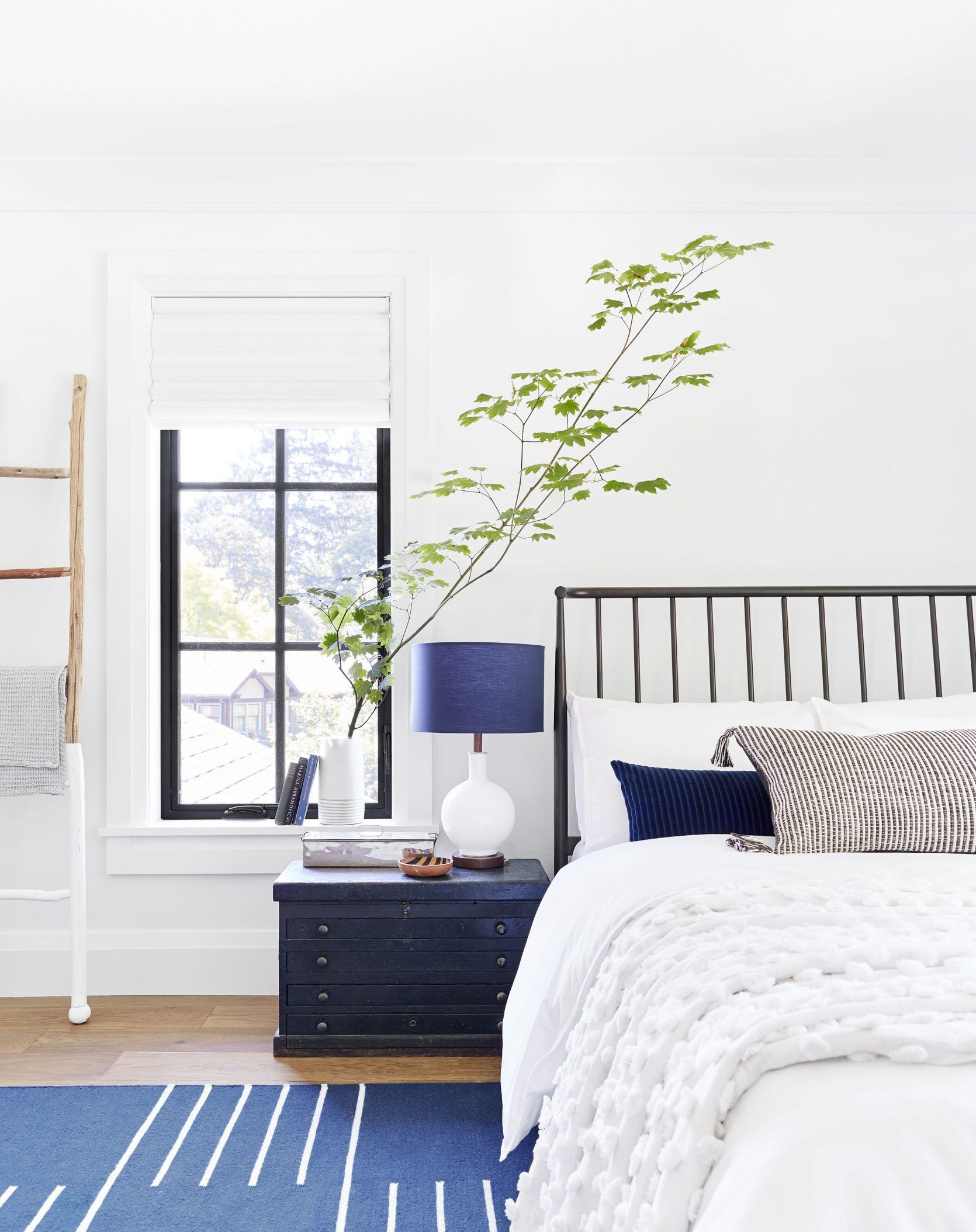14 Rules To Follow To Design Style The Perfect Bedroom With Images Guest Bedroom Decor Interior Design Bedroom Small Guest Bedroom