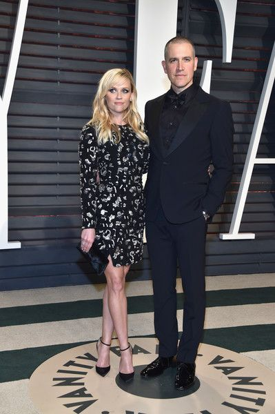 Reese Witherspoon and Jim Toth - Celebrity Couples with Extreme Height Differences - Photos