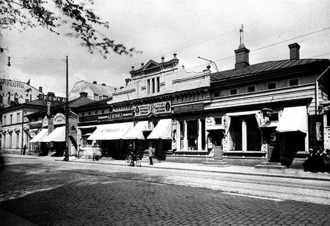 1919 Turun Sanomat oli ostanut Kauppiaskatu 5:n tontin Länsi-Suomen Osakepankilta, mutta kaavakiistat viivyttivät rakentamista kymmenellä vuodella. TS/arkisto