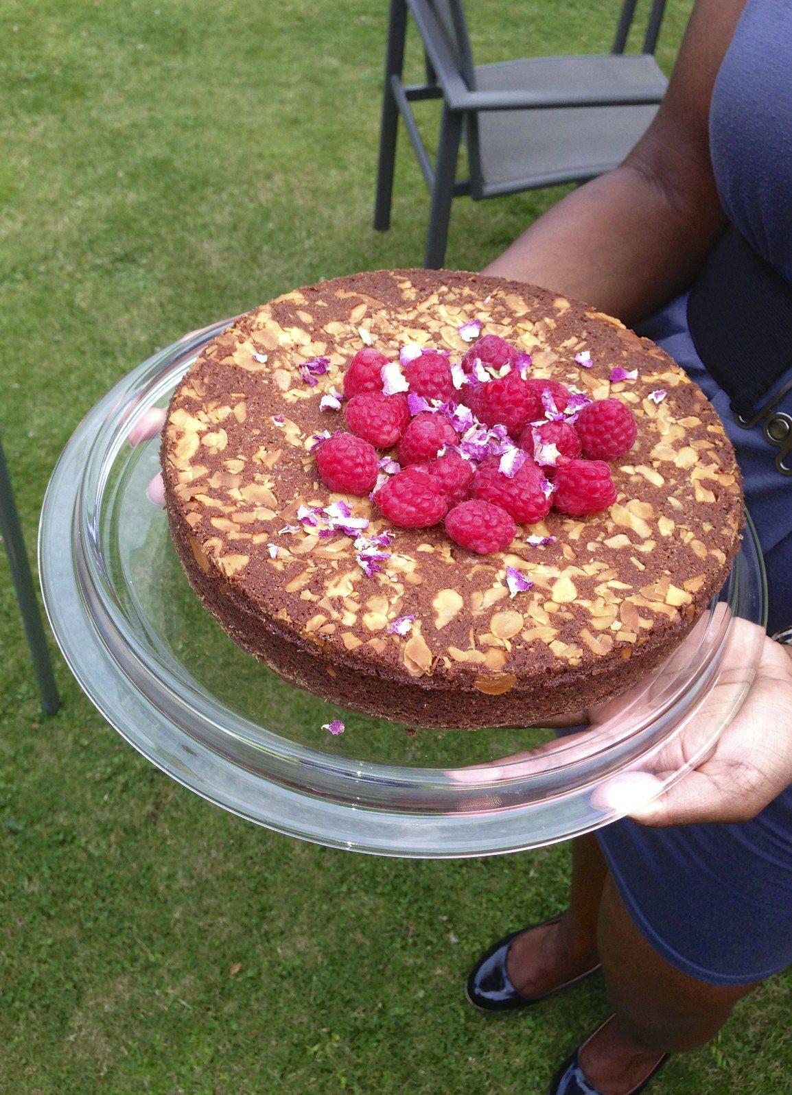 Eat more cake! by vegananas