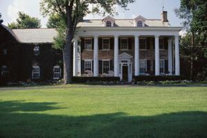 What Is The Difference Between Colonial Federal Style Houses Hunker Federal Style House Colonial House Colonial Exterior