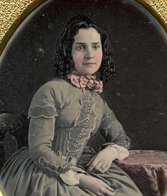 Daguerreotype portrait of young woman 1840s