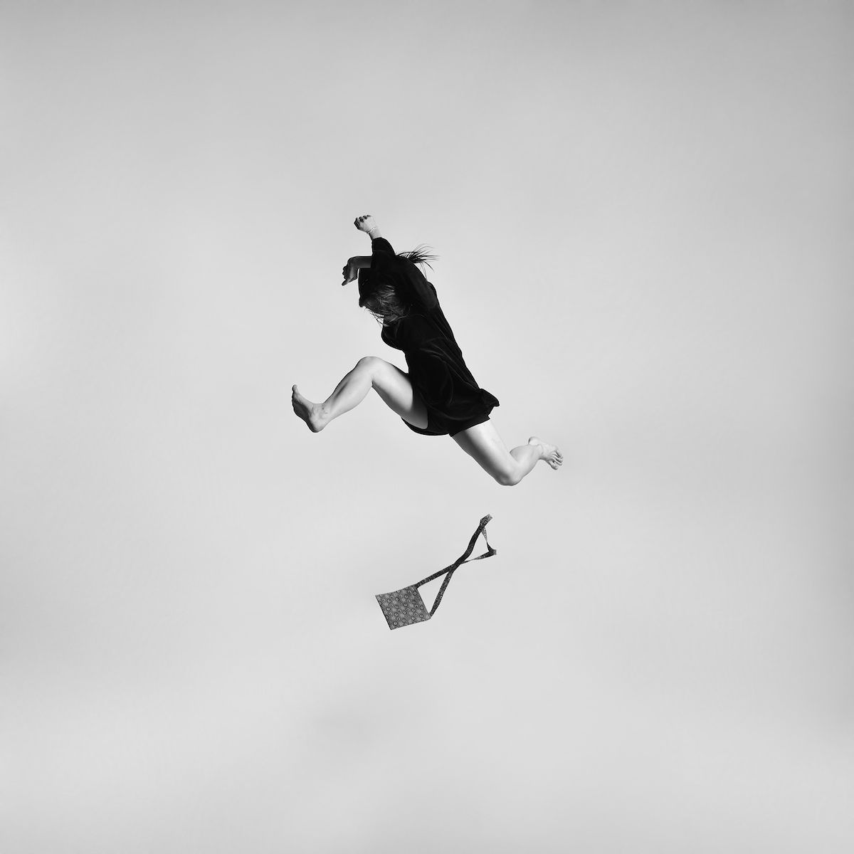 Tomas Januska Flotando Pinterest - Minimalistic black white photo series captures energetic movements mid air