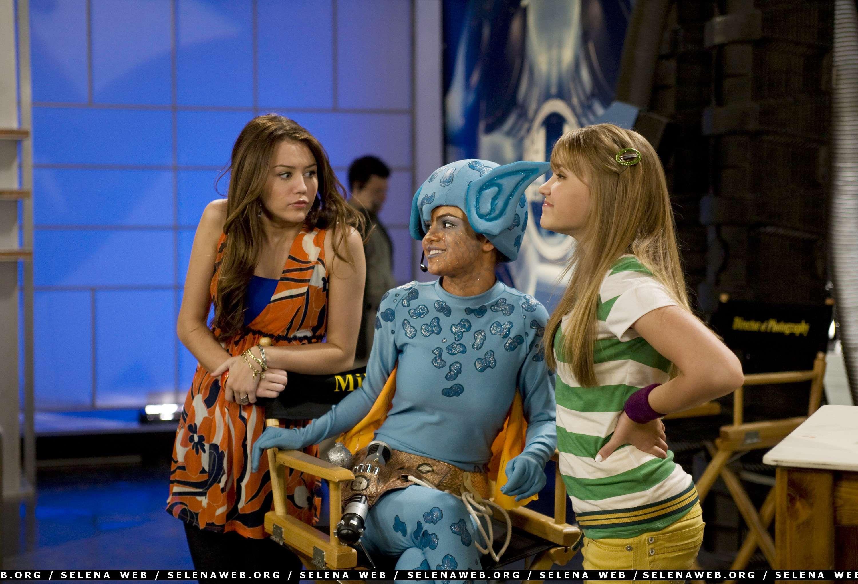 2 Selena Gomez In Hannah Montana Selena Gomez Miley Miley Cyrus