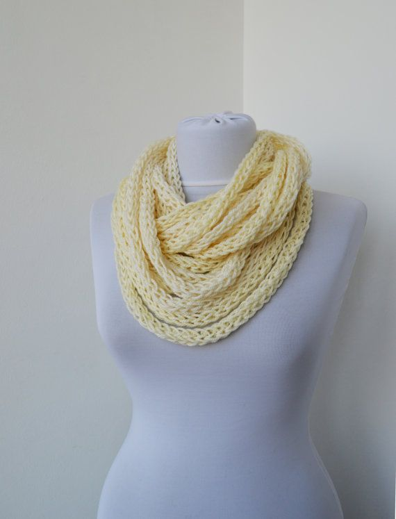 Scarf necklace - loop scarf - infinity scarf - neck warmer - hand knitted - cashmere - in cream white