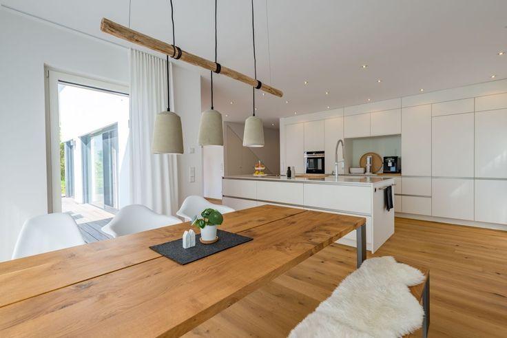 Esszimmer Modern Im Landhausstil Mit Offener Kuche Esstisch Lampe Aus Holz Esszimmer Modern Haus Design Und Einfamilienhaus
