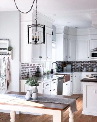 40 incredible small farmhouse kitchen designs cuisine shabby chic cuisines de ferme modernes on farmhouse kitchen small id=77870