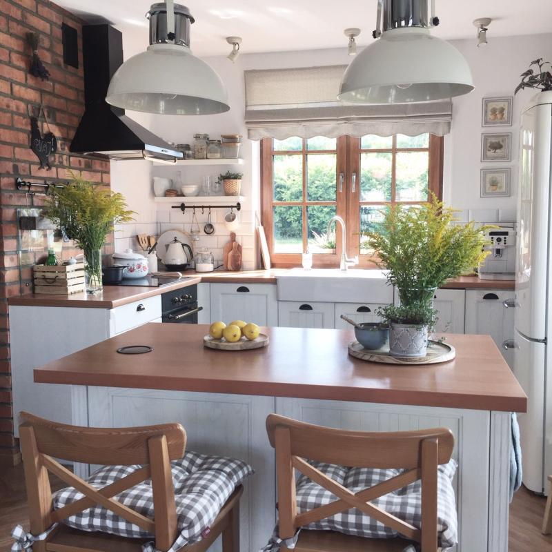 Mala Przytulna Kuchnia Z Wyspa Kuchnia Z Wyspa Kitchen Interior Kitchen Design Budget Home Decorating
