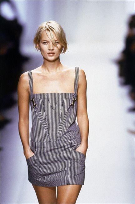ShowClothespins Kate Walking The Balenciaga 2001 Moss In Ss shrdtQCx