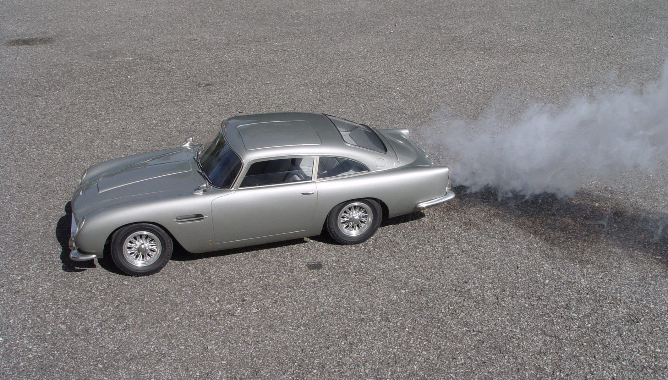 james bond 007 aston martin db5 1/8 model from diamond cars