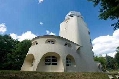برج أنيشتاين من أشهر أعمال المعماري الألماني إريك مندلسون