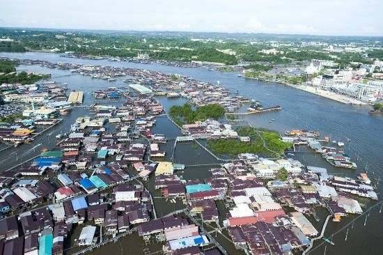 Kampong Ayer, Brunei    10% of population lives in a cluster