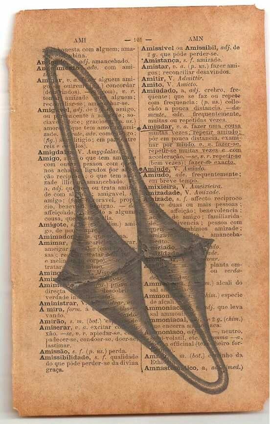 S/ título (da série ferruginosos).                Grafite sobre dicionário.                              17 x 11,5 cm.                                               2012.                                                             Palavras-chave: botânica, taxonomia, círculo, infinito, arte contemporânea, dobra, mônada