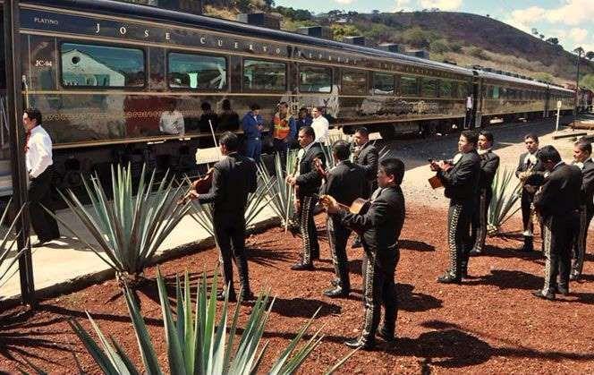 Mundo Cuervo, El tren los lleva al Pueblo Mágico de Tequila, donde hay de actividades para todos