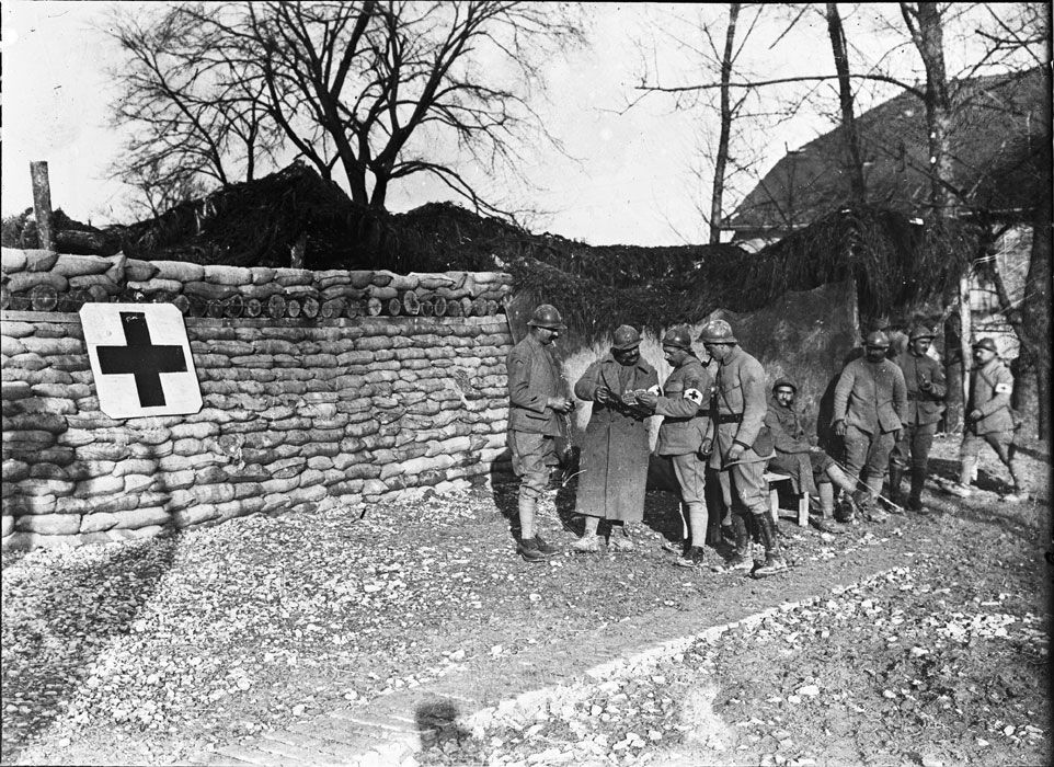 A French aid post near Prosnes, January 1918.