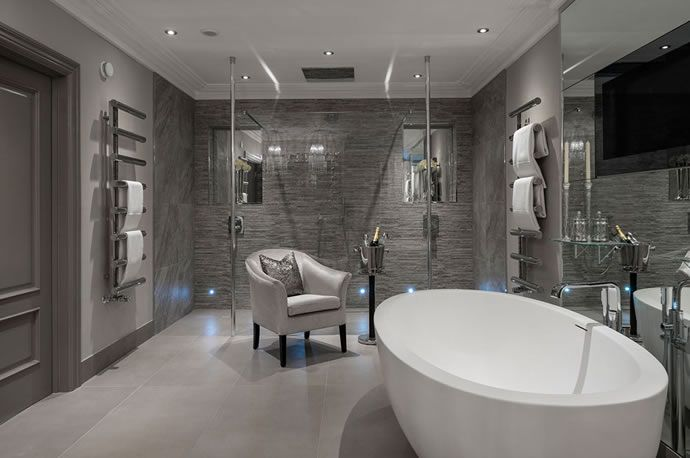 A Master Bathroom Should Always Be Fit For A King Of Queen Here Are 20 High End Lux Modern Master Bathroom Bathroom Decor Luxury Modern Master Bathroom Design