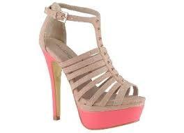 I love these heels = Me encantan estos tacones