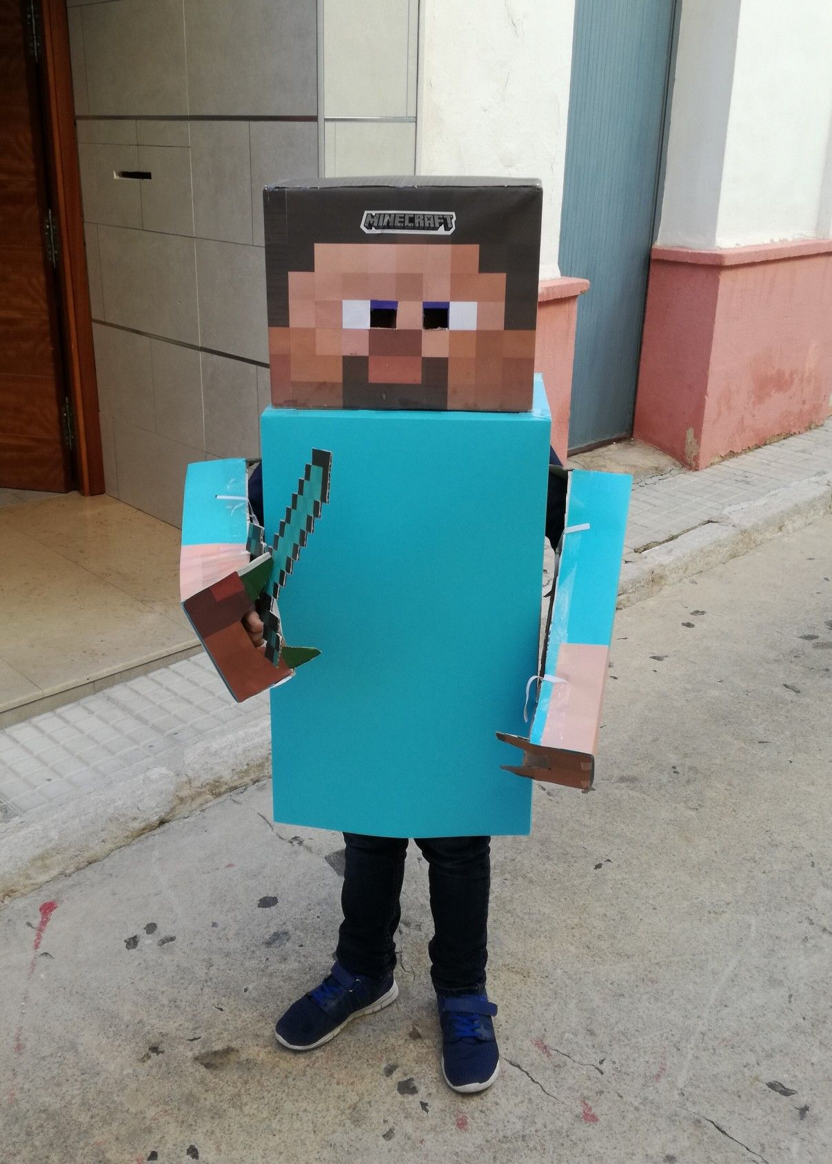 Disfraz Minecraft Casero Disfraz Hecho Con Carton Hacer Disfraces Disfraces Ninos
